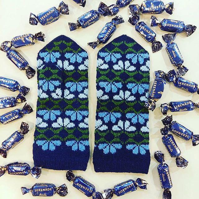 Goodnight  These stunning mittens are for sale online at www.tines.lv  Hand- knitted from 100% wool 22.00€ & worldwide shipping  #lategram #vantar #selbuvotter #votter #selbustrikk #selbuvott #mittens #gloves #knittedmittens #knitmittens #woolgloves #handknitted #latvianmittens #madeinlatvia #handmade #blue #night #magic #pretty #serenade #håndstrikket #sticka #strikk #strikkedilla #garnglede #knit #stickat #strickning #ull #garn
