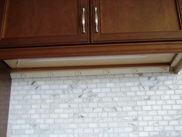 Backsplash With Plugmold And Undercabinet Lights   With Source!   Rooms ::  Kitchen   Pinterest   Kitchens, Room Kitchen And Kitchen Redo