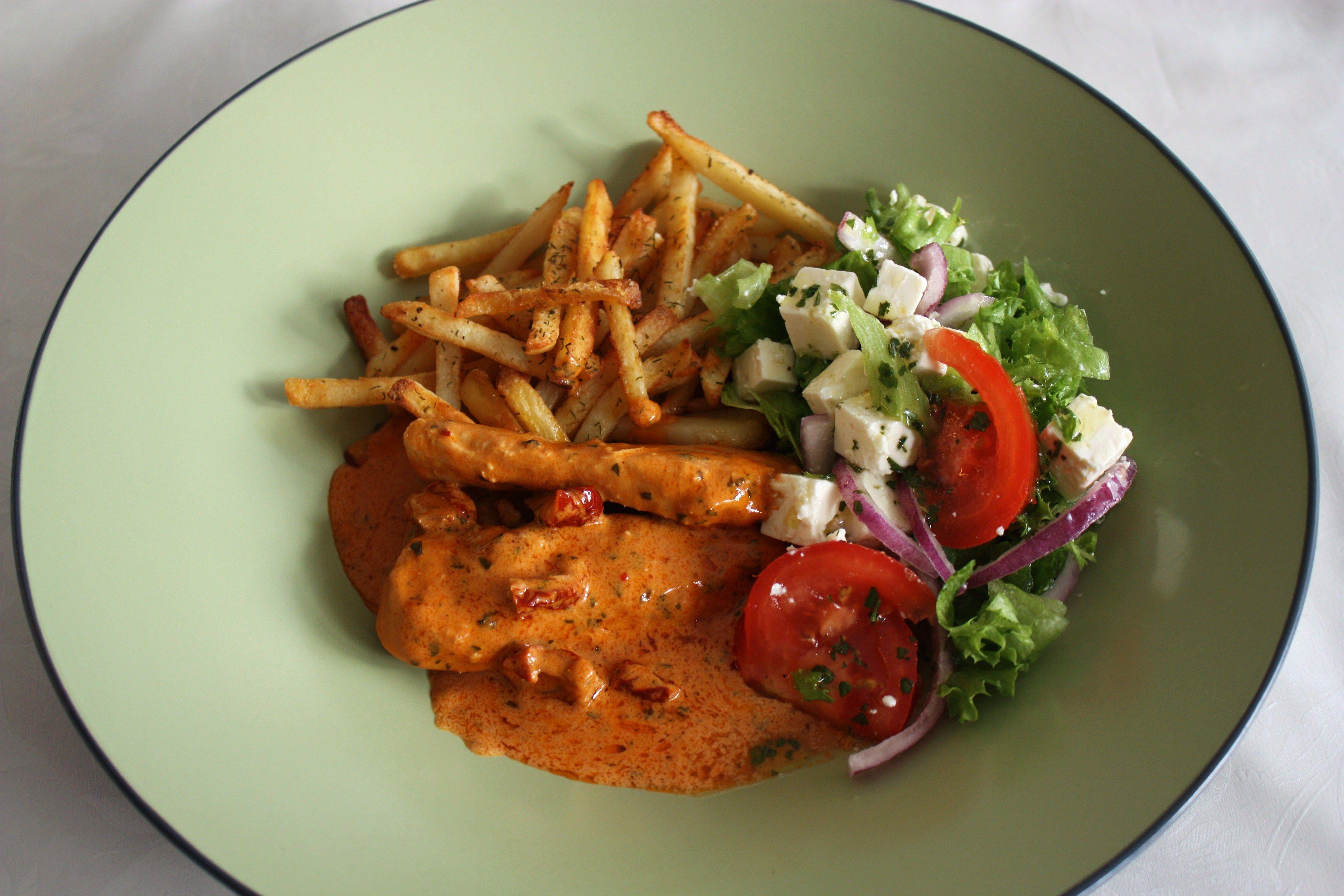 kyckling i krämig sås med soltorkade tomater