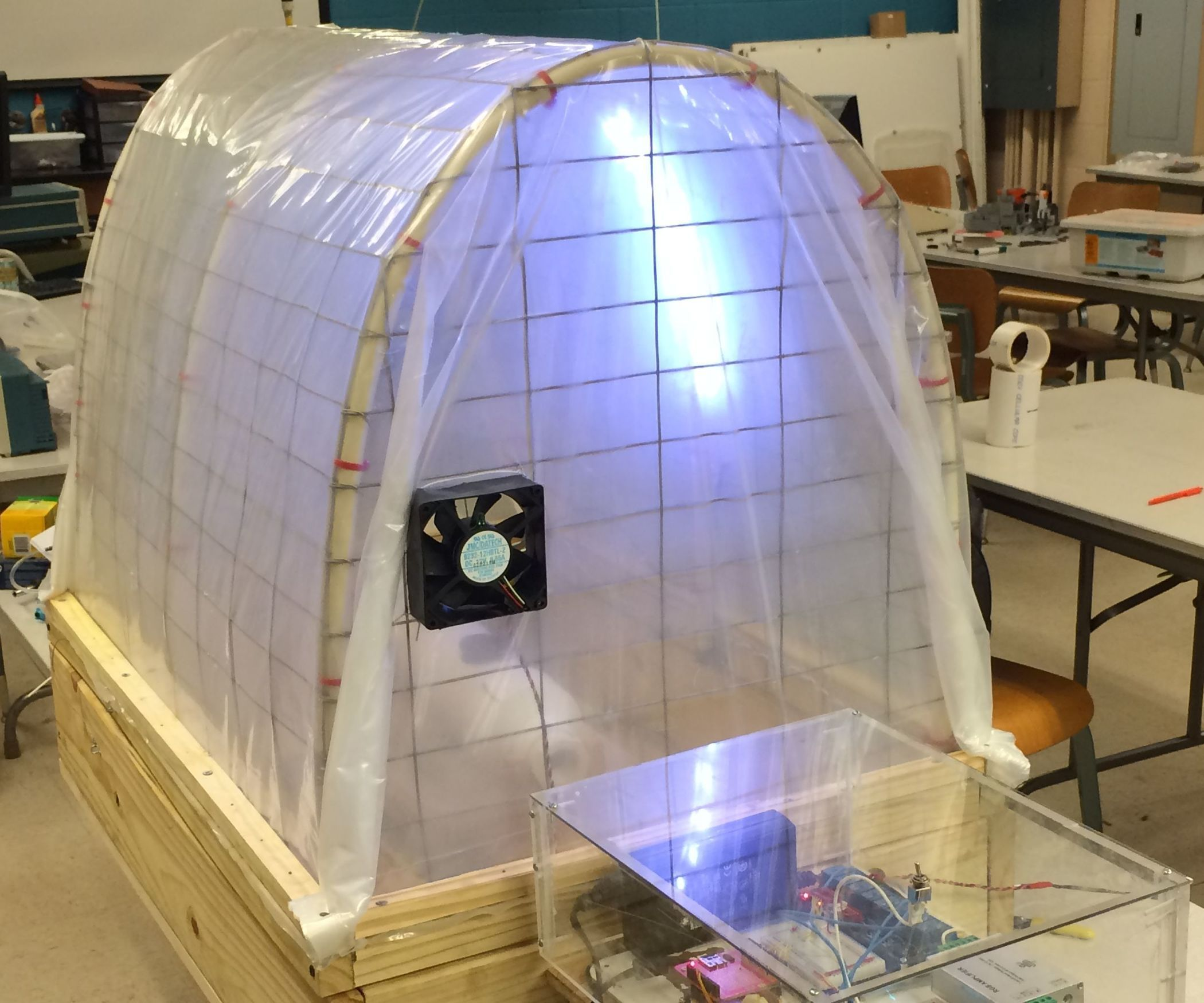 In this instructable, I will show you how to construct a hydroponic  greenhouse monitoring and control system. I will show you the components  chose, a wiring ...