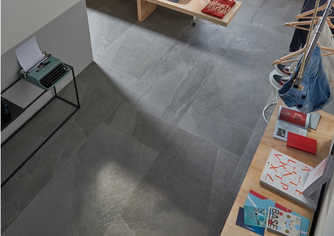Badkamer Tegels Ceramico : Imola ceramica x rock 12 effect steenlook publieke ruimten keuken