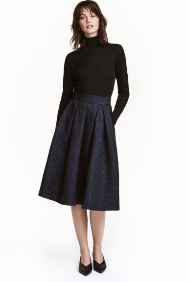 7e9749fd47 Bell-shaped skirt: Knee-length, bell-shaped skirt in a textured weave with  pleats at the waist, side pockets and a visible zip at the back. Unlined.