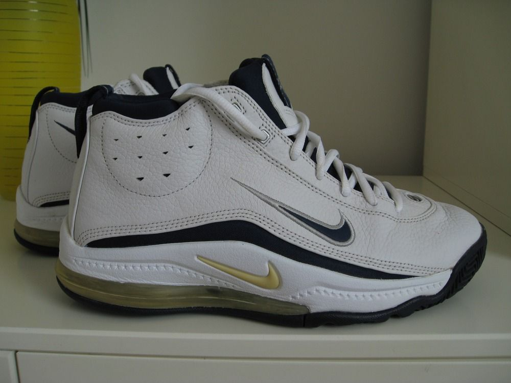 a3913e99027ad Not sure why I got these for freshman year basketball in retrospect. They  are total basketball dad shoes.  Nike Air Team Max Zoom II