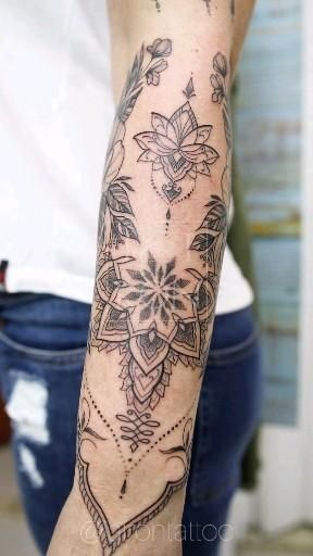 Photo of Tatuagem em Fineline, linhas delicadas e ornamentais #fineline #ornamentaltattoo #tattoofeminina