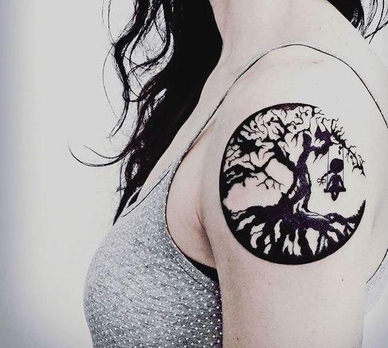 tatouage arbre signification et repr sentations sous. Black Bedroom Furniture Sets. Home Design Ideas