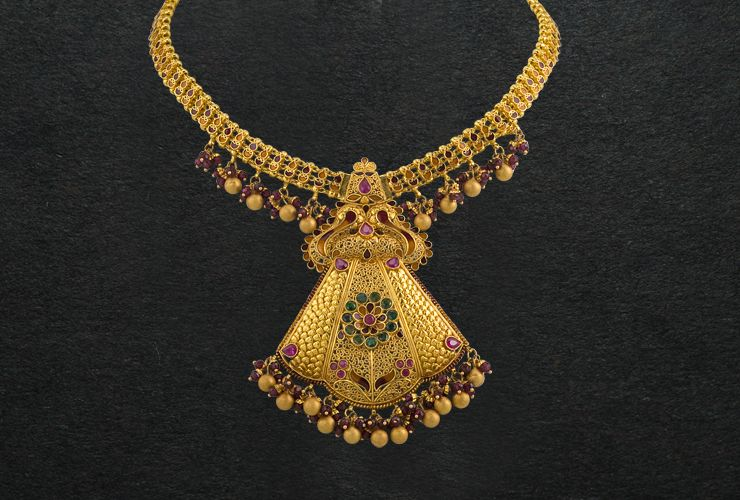 P C Chandra Jewellers Purple And Gold Necklace Gold Necklace Designs Gold Jewellery Design Necklaces Ruby Bangles