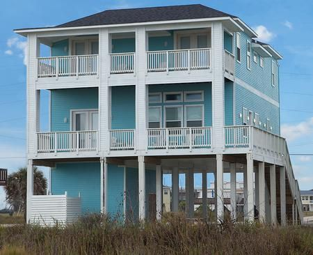 Veronique Retreat 5 Bedroom 5 5 Bathrooms Sleeps 18 Pet Friendly Beachfront Escape With Beachfront Vacation Rentals Beach House Rental Beachfront Rentals