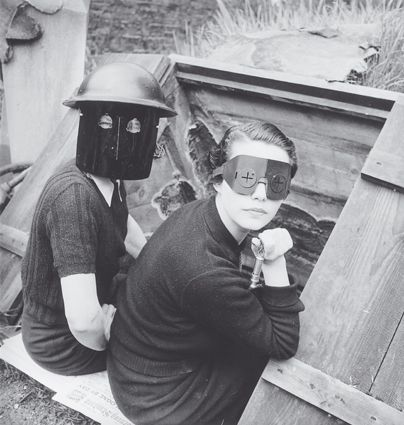 Women with fire masks, Downshire Hill, London, Lee Miller 1941.