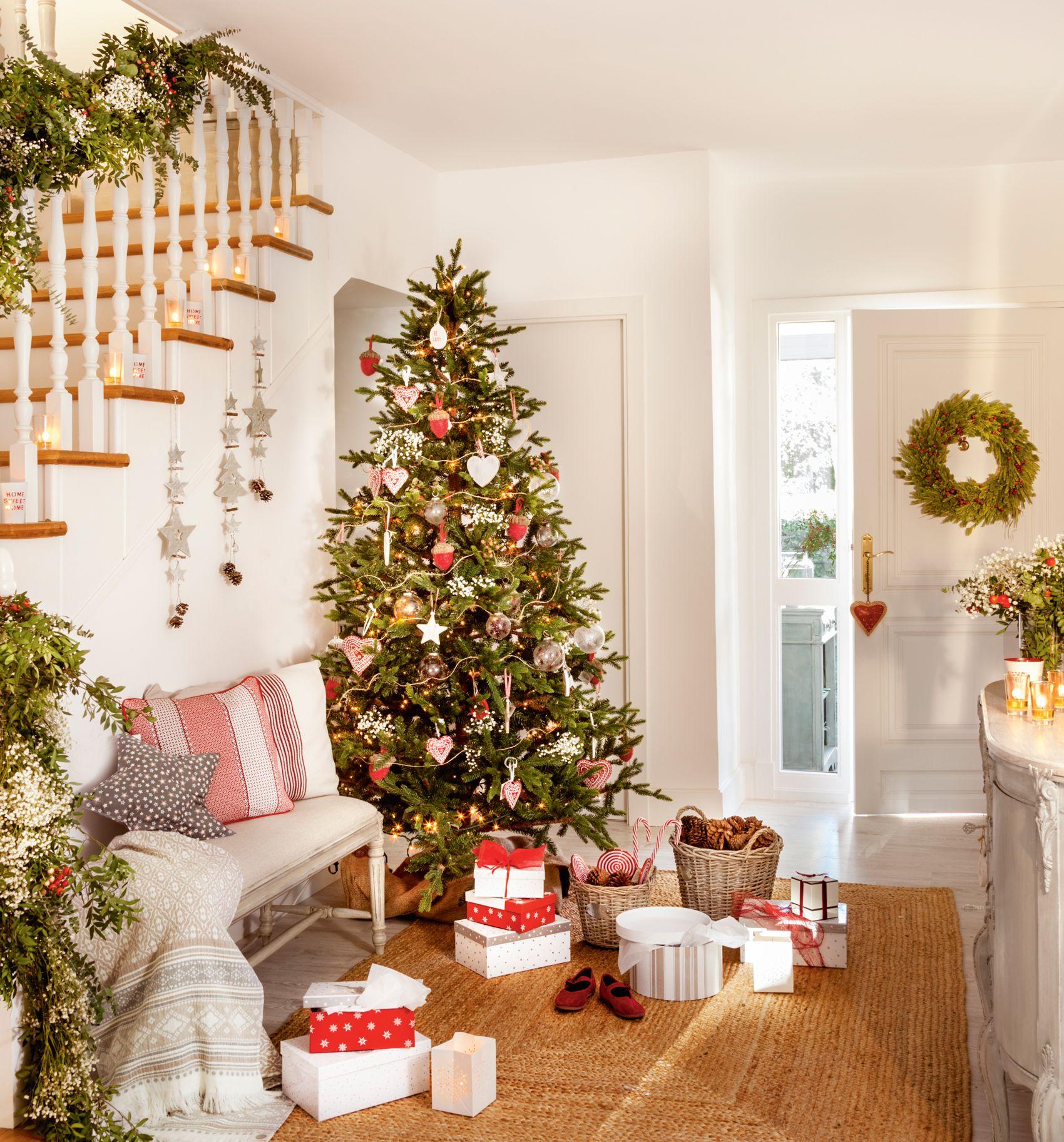 Recibidor Con Arbol De Navidad Decorado Con Estrellas Y - Fotos-arbol-navidad-decorados