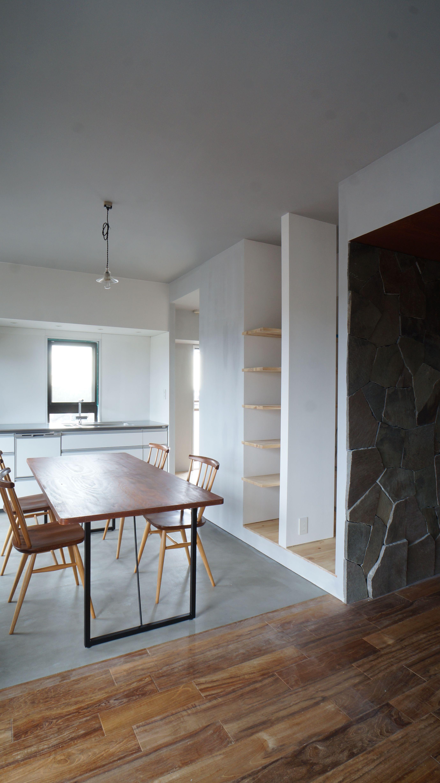 キッチンダイニングスペース 床はモルタル金ゴテ仕上げ
