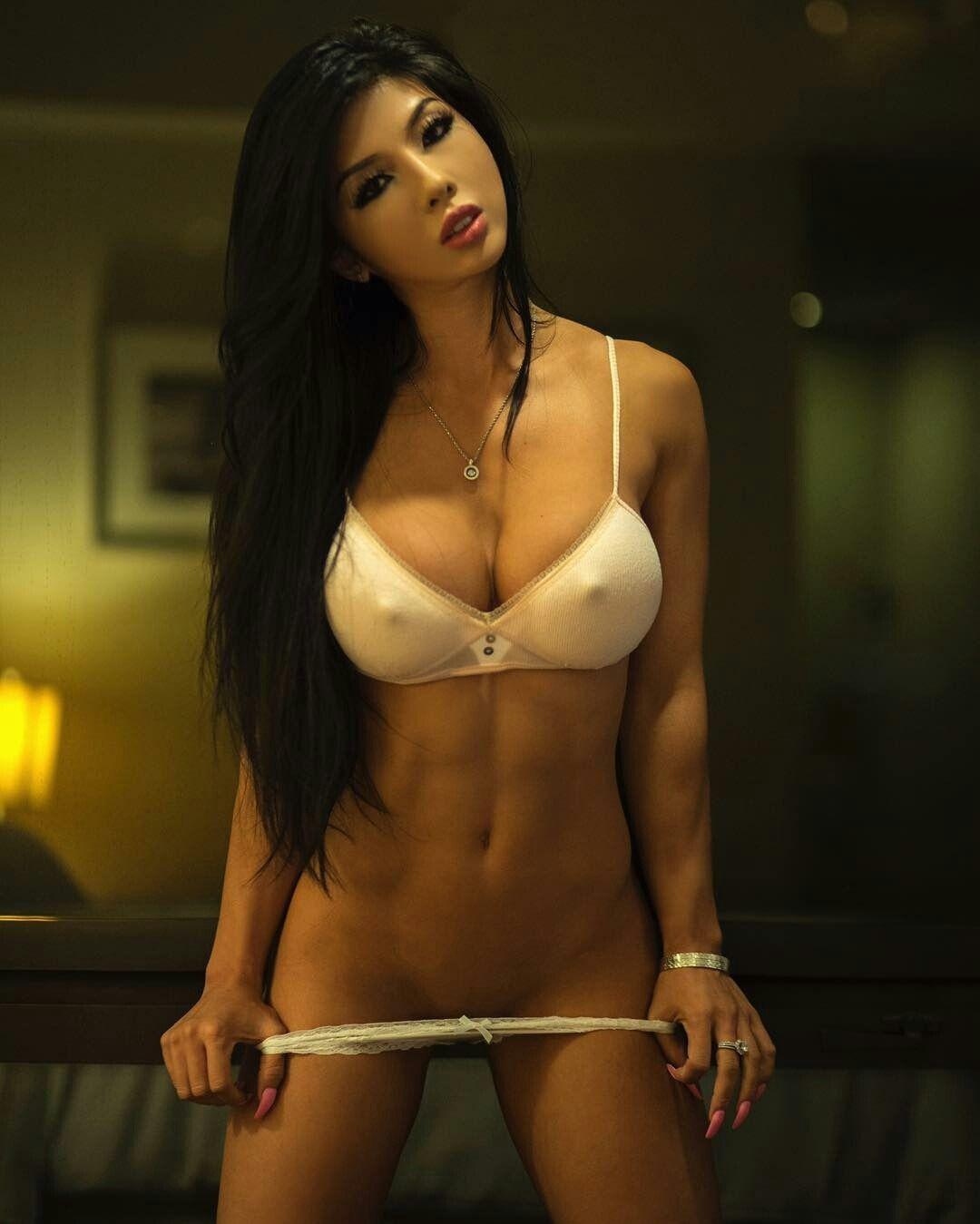 Strong sexy legs nude girl