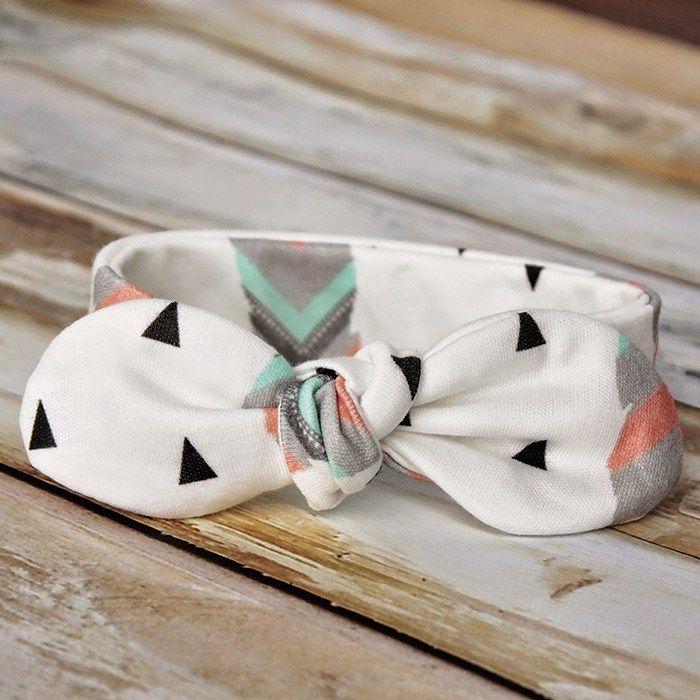 Easy DIY baby headband pattern free sewing - Knot Bow Headband Pattern and Tutorial #diybabyheadbands