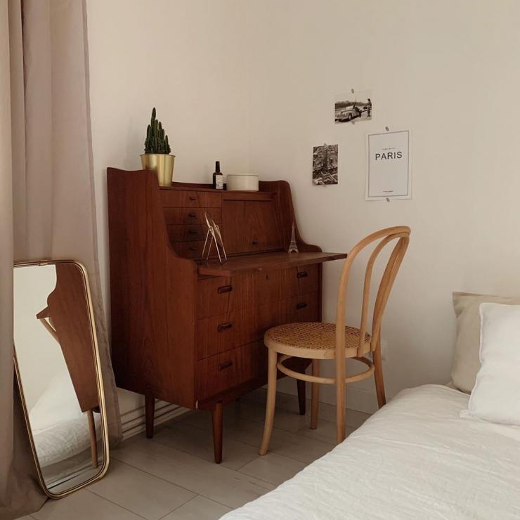 Mieszkanie Agaty, @agata__bialek - Białe ściany, meble vintage i dużo zieleni - w ramach cyklu #instahome zaglądamy do mieszkania Agaty i jej rodziny