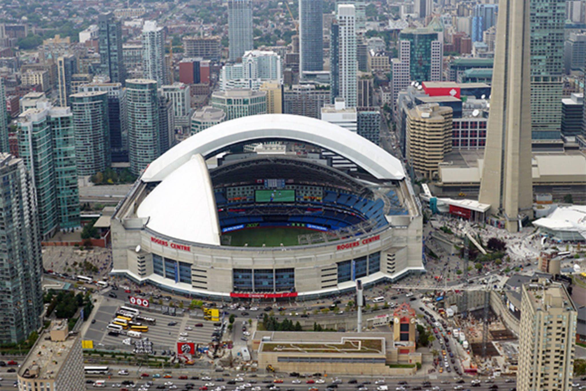 Rogers Center Skydome 1 Blue Jays Way Toronto On M5v 1j1 Canada Capacity 53 506 Rogers Centre Toronto Skyline Downtown Toronto