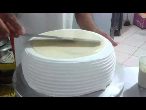 "Torta decorada de Chantilly e Ganache ""Bem Facil"" - YouTube"
