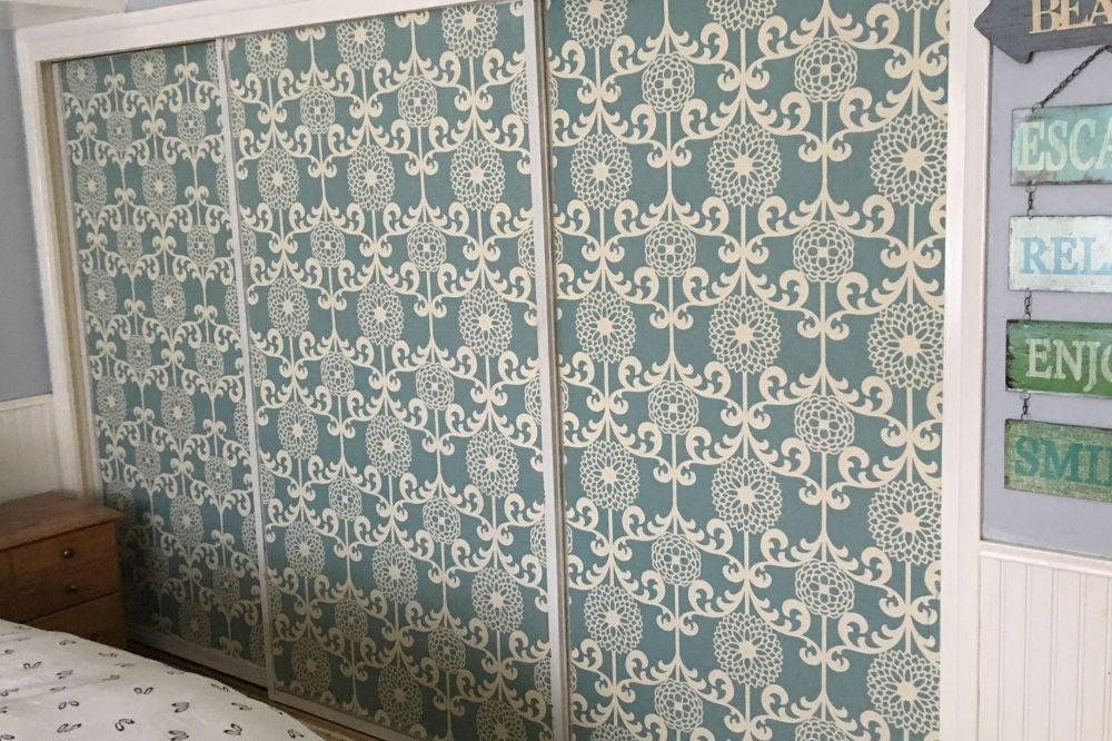 Interesting Idea If You Don T Want To Go The Expense Of Replacing Mirrored Doors In House How Cover With Cornstarch