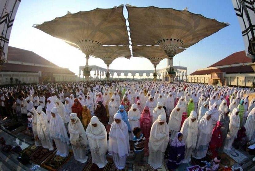 Ribuan Umat Islam Shalat Ied di Masjid Agung Jawa Tengah ...
