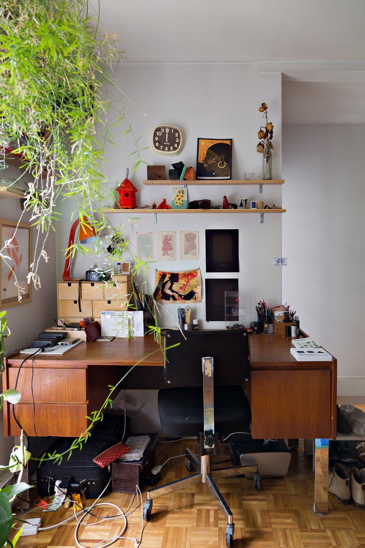 A quiet quirky gem of an apartment in montréals mile end