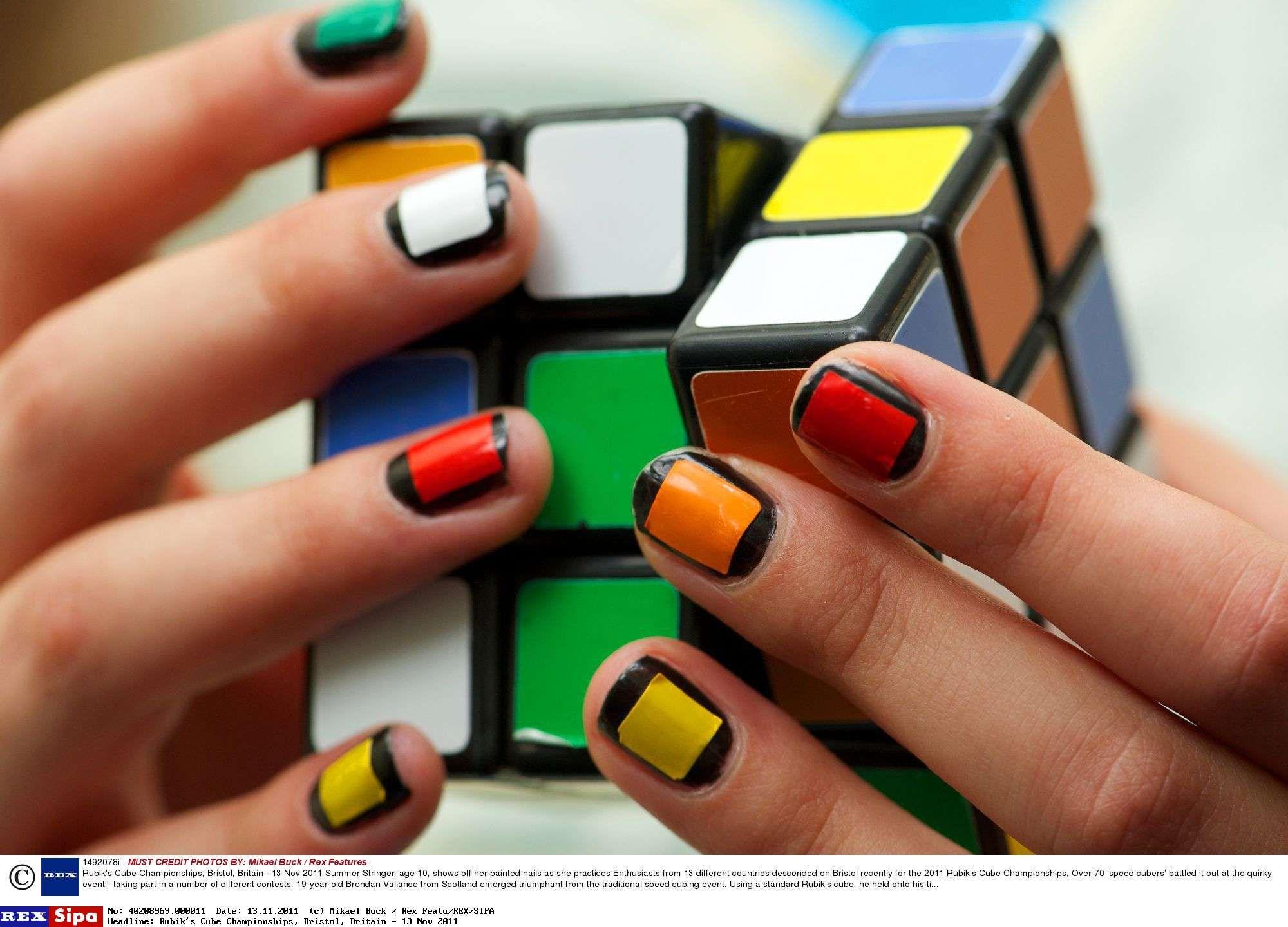Rubik's Cube Les images incroyables du championnat de