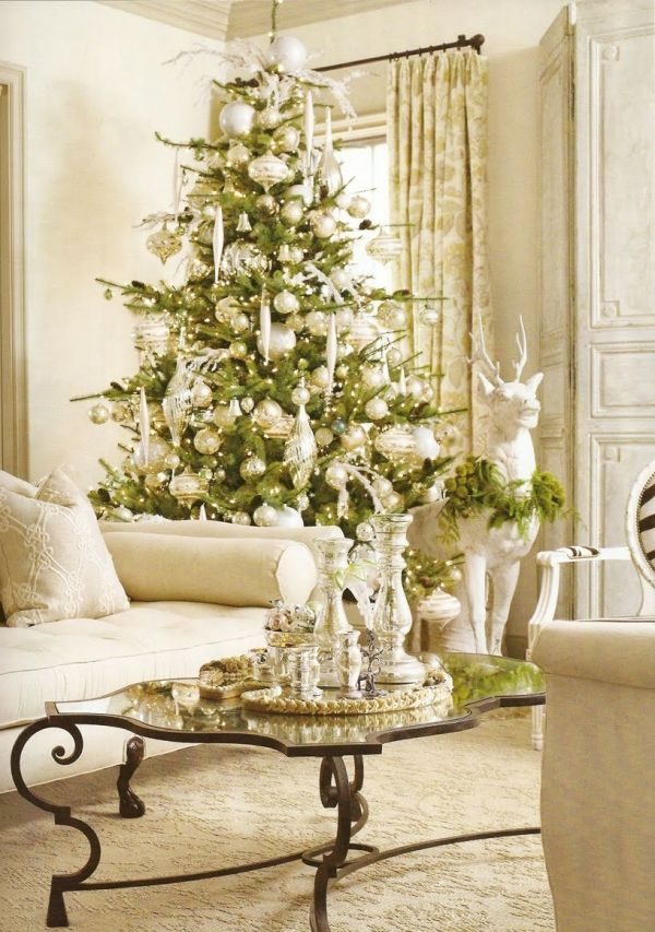 elegant christmas tree decoration in white and green - Elegant Christmas Decor
