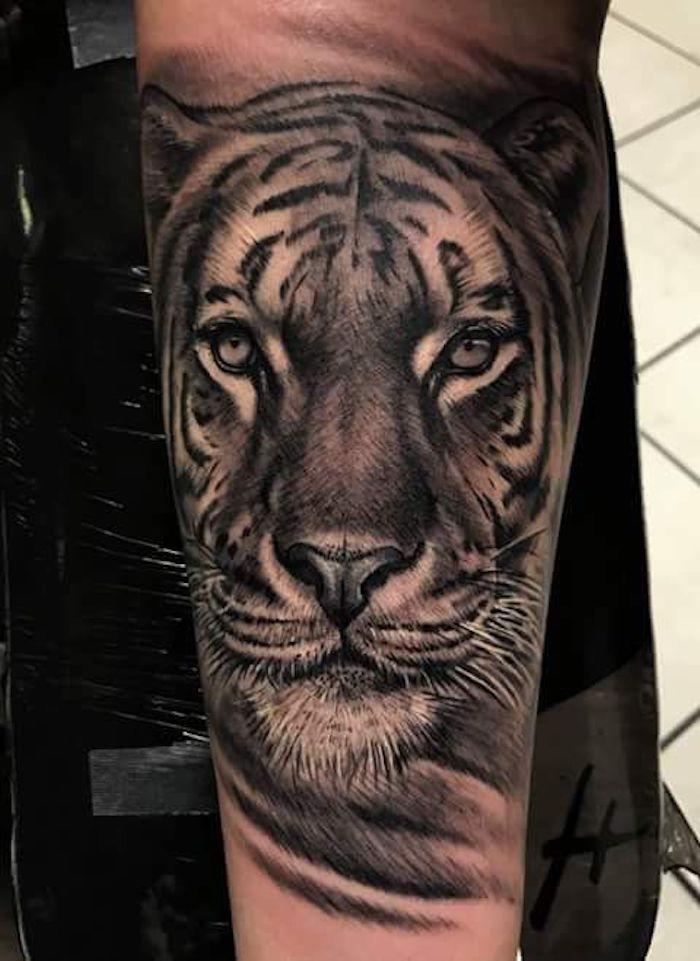 tiger tattoo bein beintattoo t towierung in schwarz und wei trends pinterest tattoo. Black Bedroom Furniture Sets. Home Design Ideas