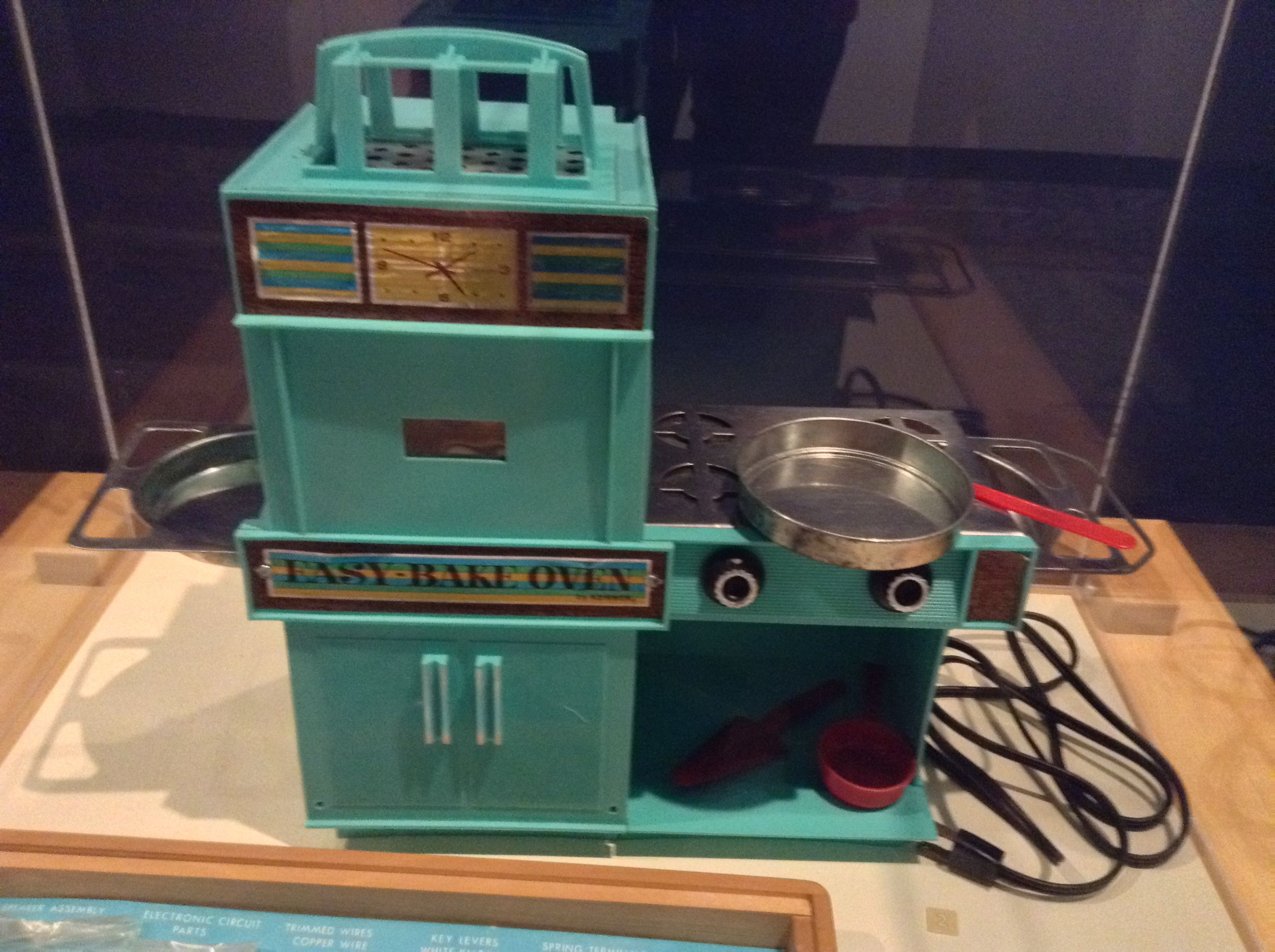 #AllIWantForChristmas is... An Easy Bake Oven ca. 1970 ...