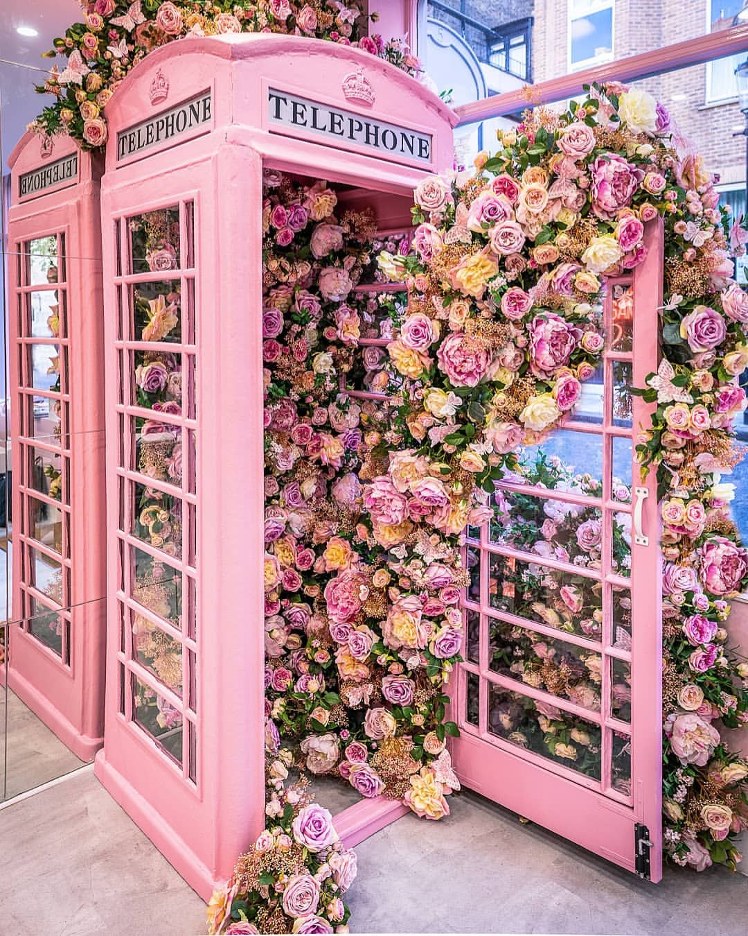 """🇬🇧 London📍UK📍Europe 🇪🇺 England on Instagram: """"🇬🇧 🌸 It's looking all rosey here! Is pink the new red? 😉🌸 🇬🇧 #WeNailedIt ======================================== 🔵@London 🔴 @Instagram 🔵…"""""""