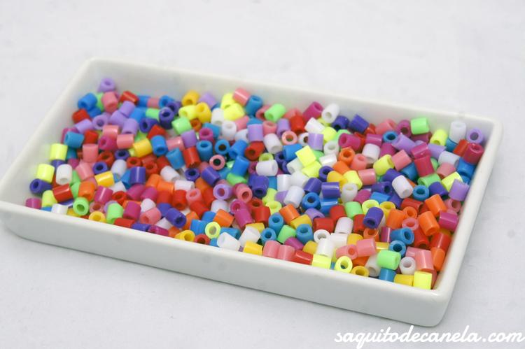 #pulsera #DIY cuentas de #plástico super fácil y entretenida para los niños