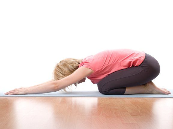 10 unkomplizierte bungen f r den r cken yoga workout and exercises. Black Bedroom Furniture Sets. Home Design Ideas