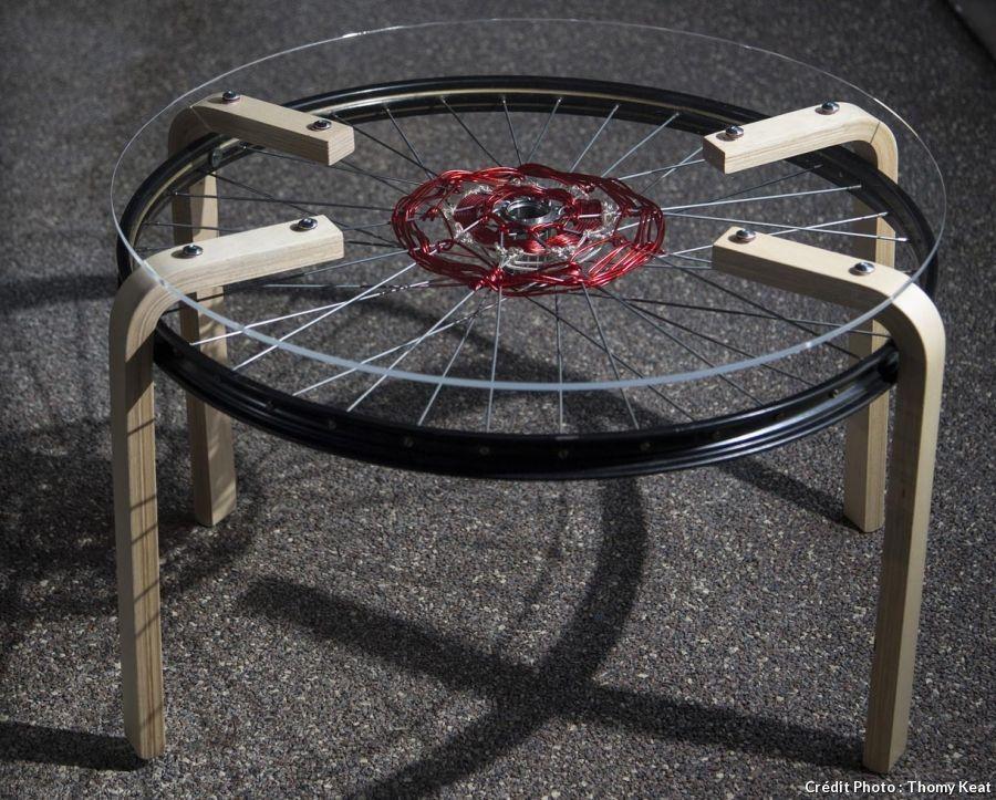 cr er des tables gigognes avec des roues de v lo roues de v lo pneu et roue. Black Bedroom Furniture Sets. Home Design Ideas