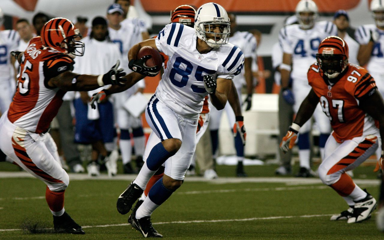 Nfl Rumors Eagles To Hire Ex Colts Wide Receiver Aaron Moorehead As Position Coach 3 National Footbal In 2020 National Football League Football League Nfl News