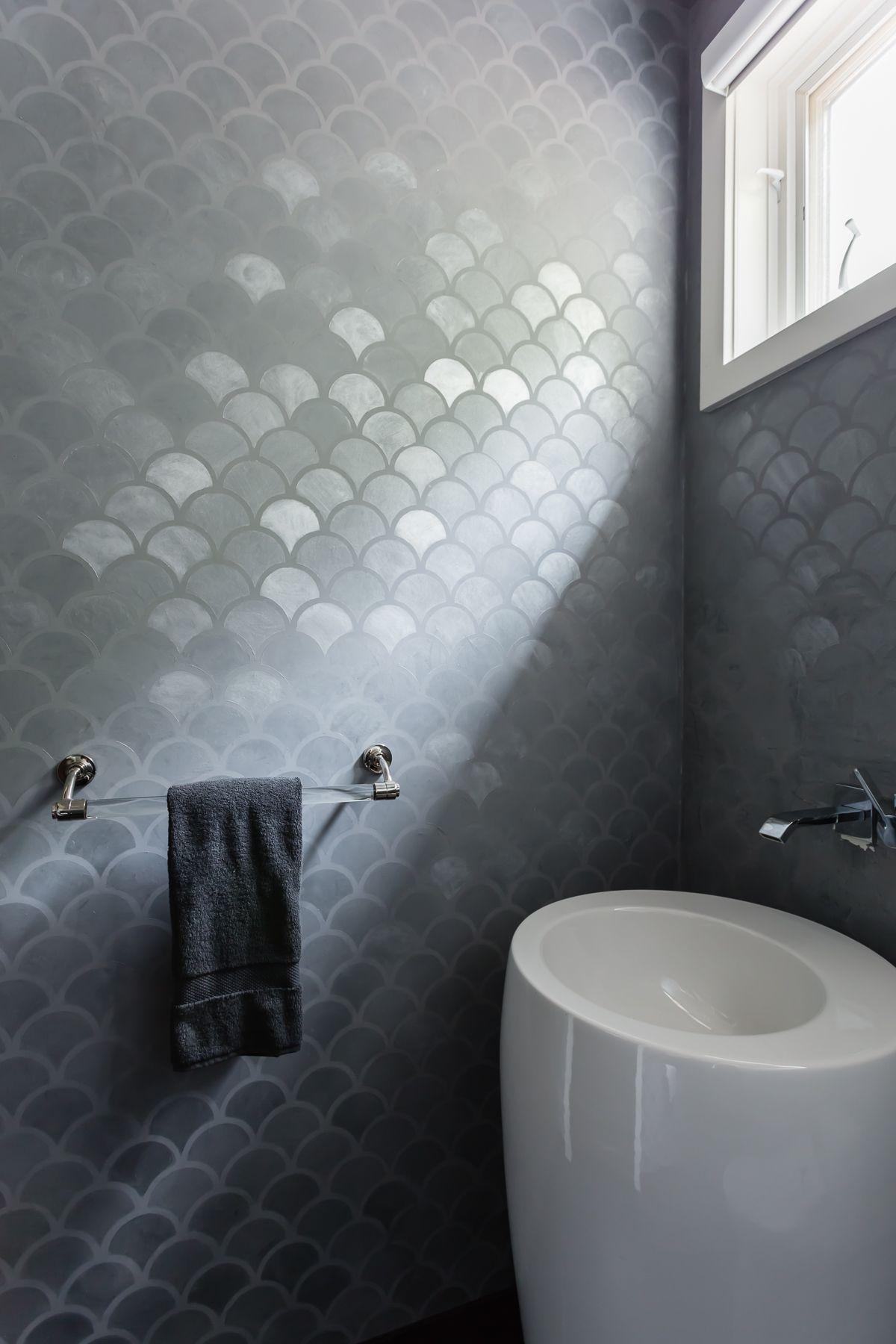 Caroline Lizarragavenitian plaster Bathroom feature