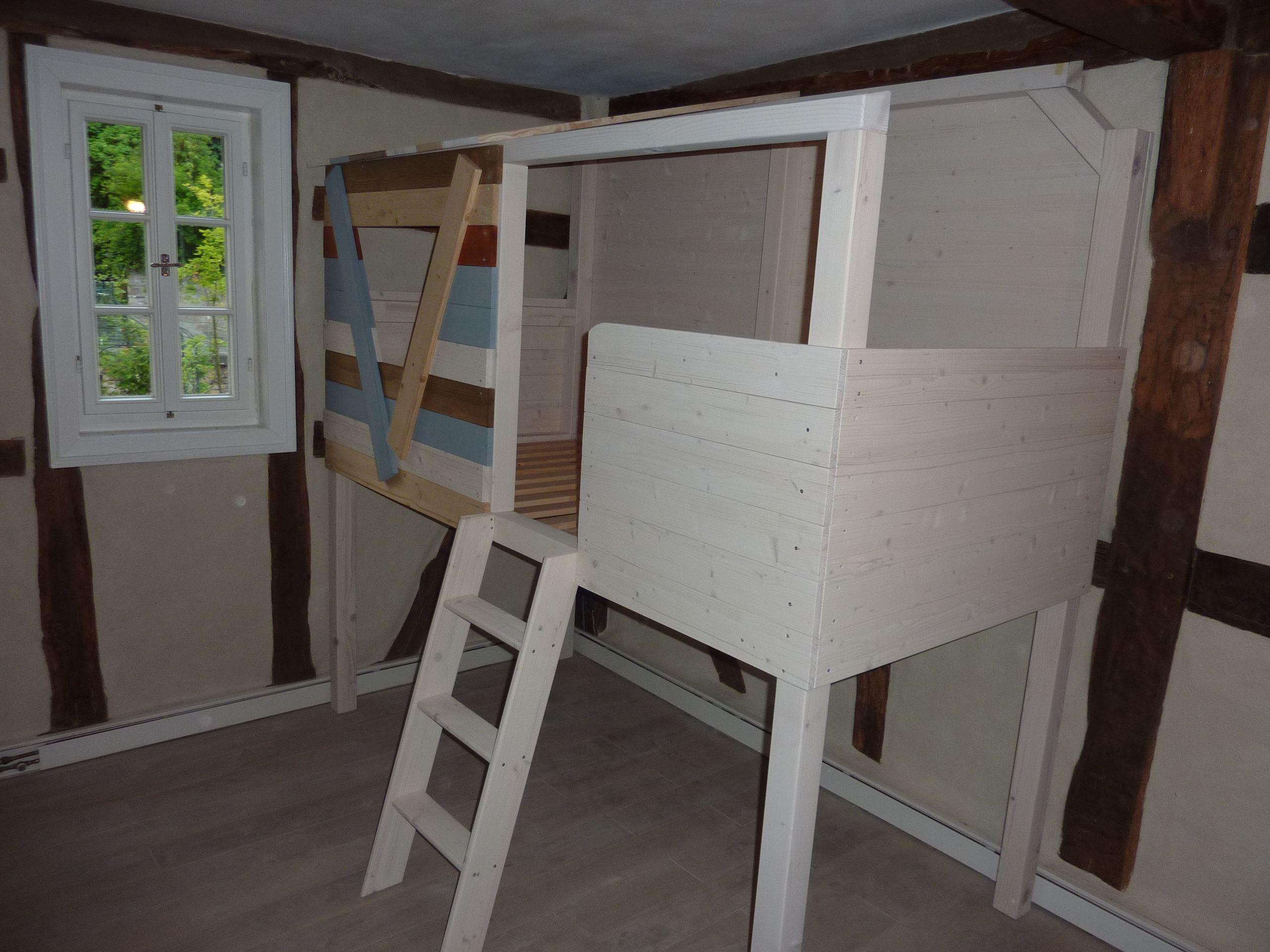 Ein Baumhaus im Kinderzimmer. Dieses Bett steht in einem hunderte ...