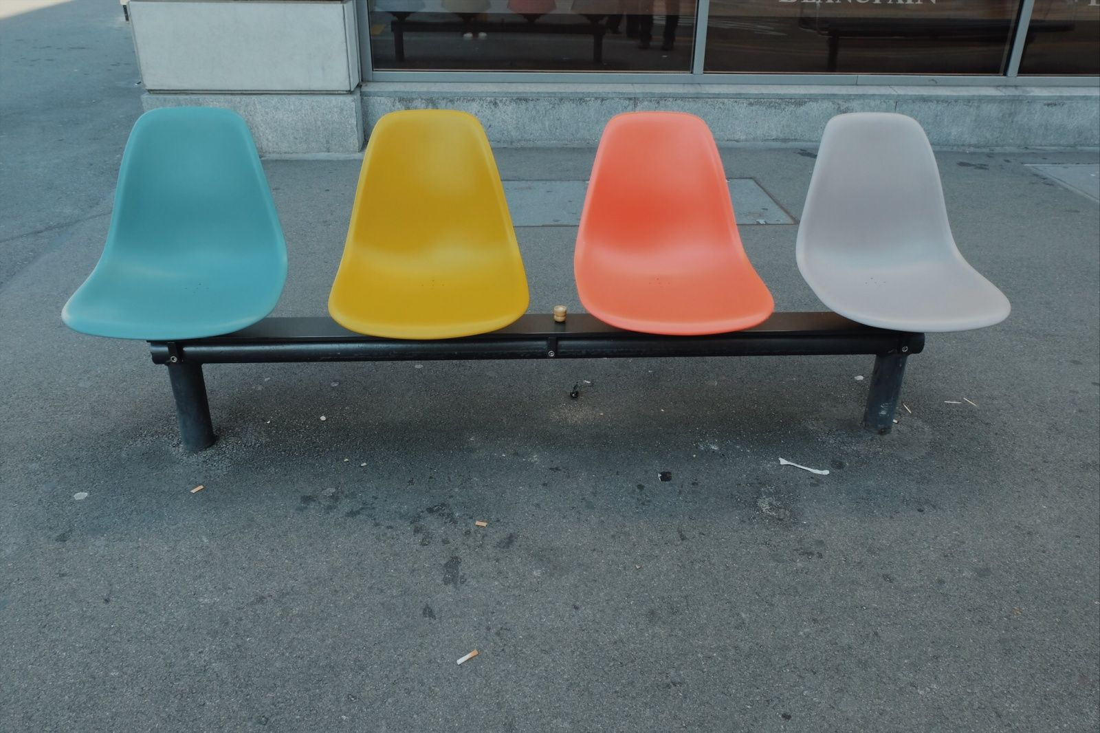 Vsco Color Story In Paradeplatz Zurich Dyanneluzong Color Stories Mid Century Modern Design Eames Chair