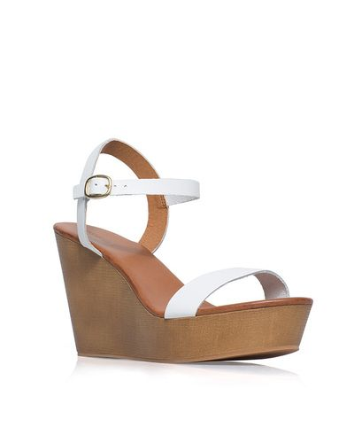 love this summer wedge!