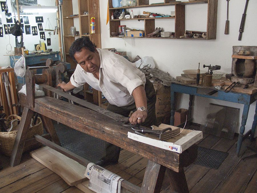 Jeweler using a draw plate hand forged iron grips and a for Garcia s jewelry bench