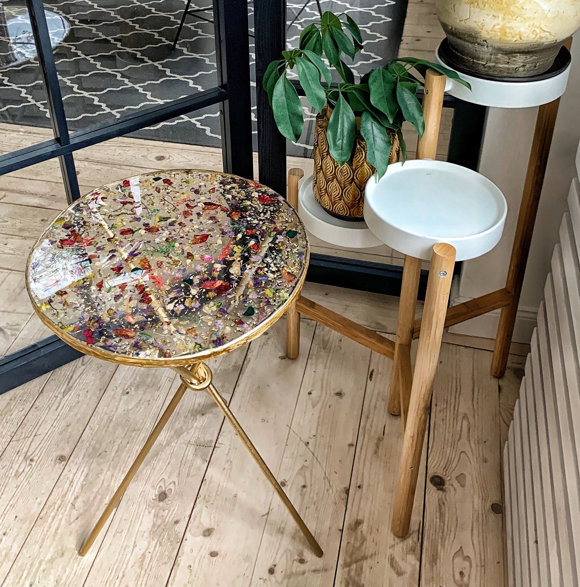 Epoxy Resin Table With Pressed Flowers Clear Round Coffee Table Gold Side Table Top With Dry Flowers Epoxy Resin Table Resin Table Diy Resin Art [ 2048 x 2022 Pixel ]