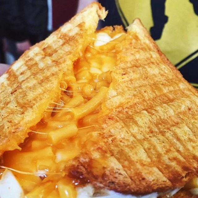Grilled Mac and Cheese Sandwich with a Garlic Butter ...
