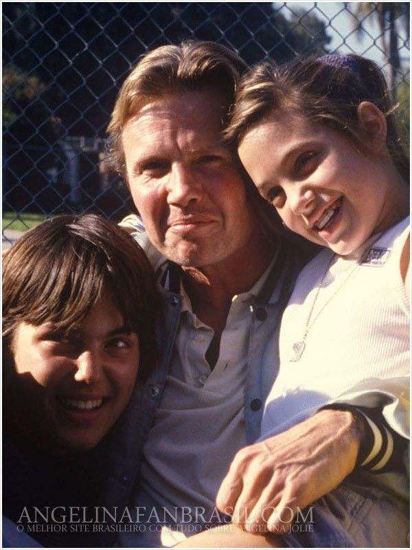 Jon Voight with his children, Angelina & James Angelina joli