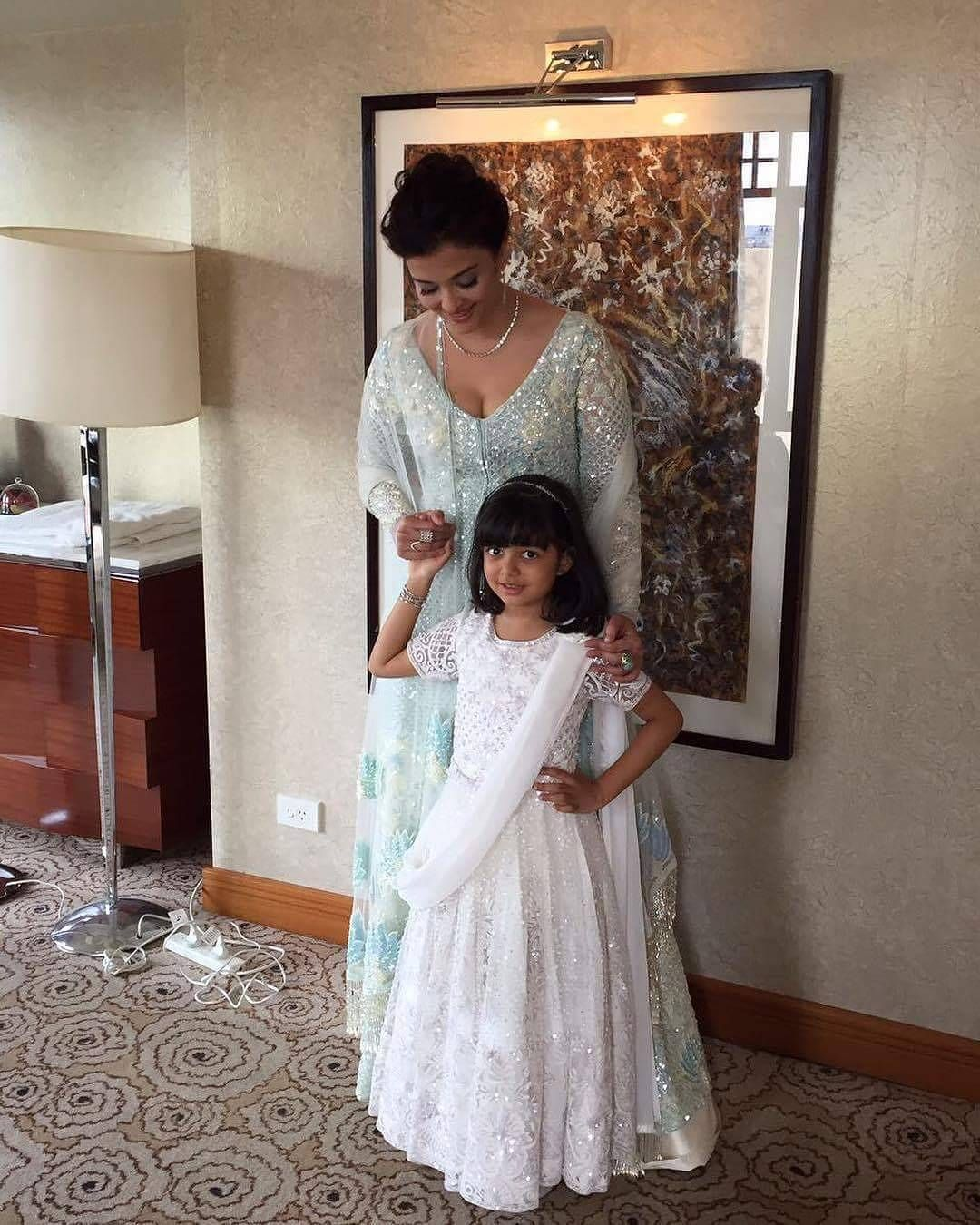 The prettiest mother daughter duo! Aishwarya Rai Bachchan and ...