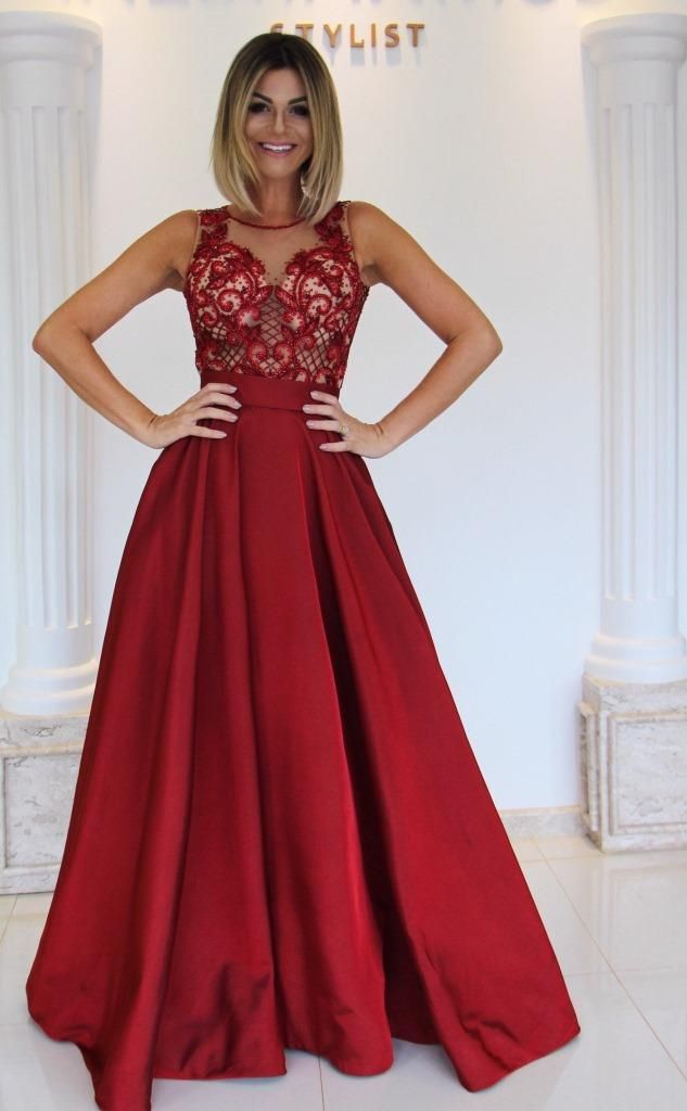 0c131a63d Vestidos vermelhos sempre são o destaque em todos os tipos de evento! E  este body todo em pedraria com a saia em tafetá é simplesmente um arraso!