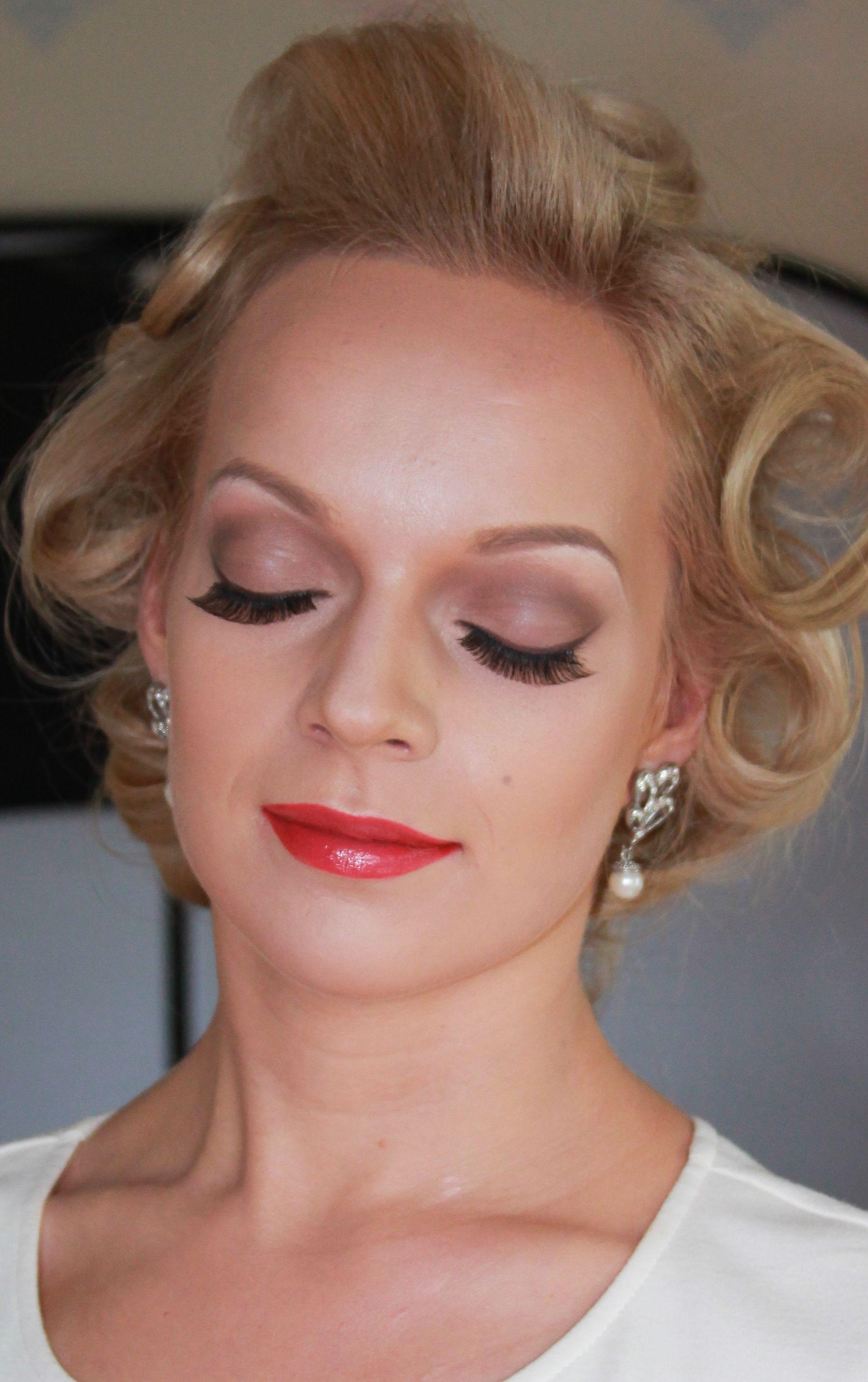 Marilyn Monroe Inspired Makeup ) Get the look 1. Prime