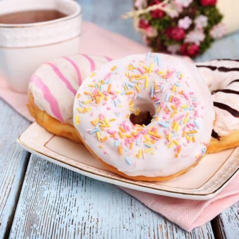 Donuts backen: Das beste Rezept   Petit Fours   Pinterest ...