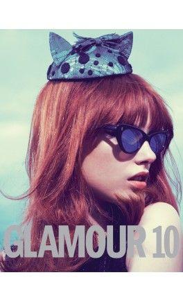 Atrevidas, elegantes, sexys, inspiradores. El libro Glamour 10 recoge las mejores fotografías de moda y belleza que la edición española de la revista Glamour ha publicado entre 2002 y 2012.