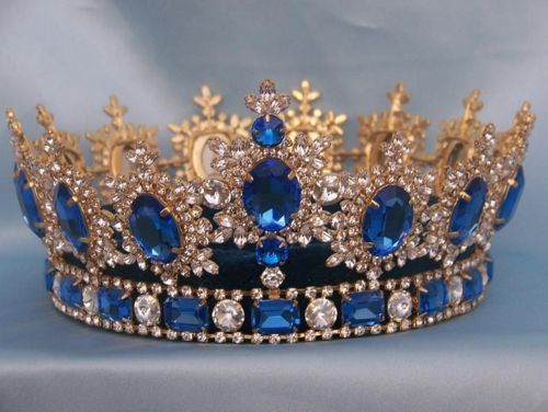 Modern crown with Austrian crystals and blue topaz.
