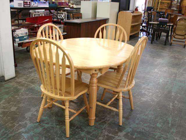 Before Picture Of A Table I Refurbished From Prescott Area Habitat Restore Farm Table Transformation Kuche Tisch Gebrauchte Kuchen Und Tisch
