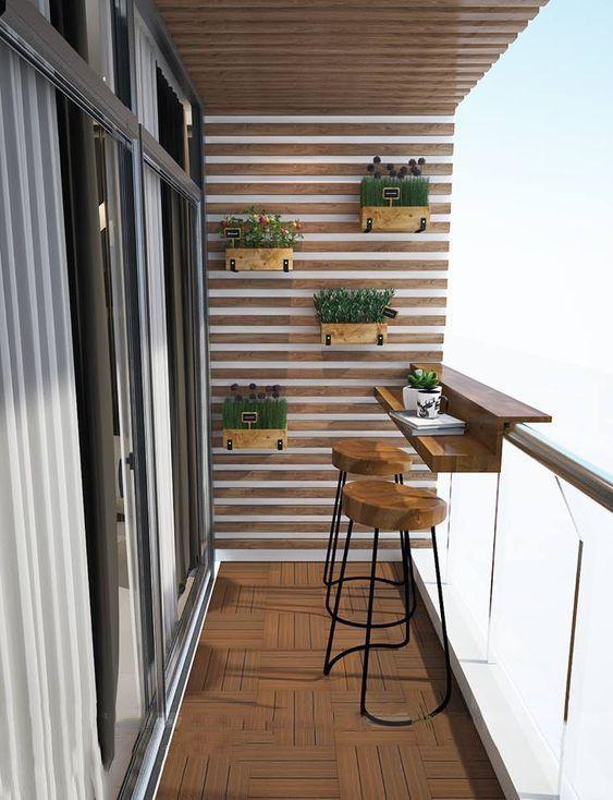 Photo of Kleiner Balkon mit verschiedenen Pflanzen und Kräutern – Kleiner Garten #Balcon…