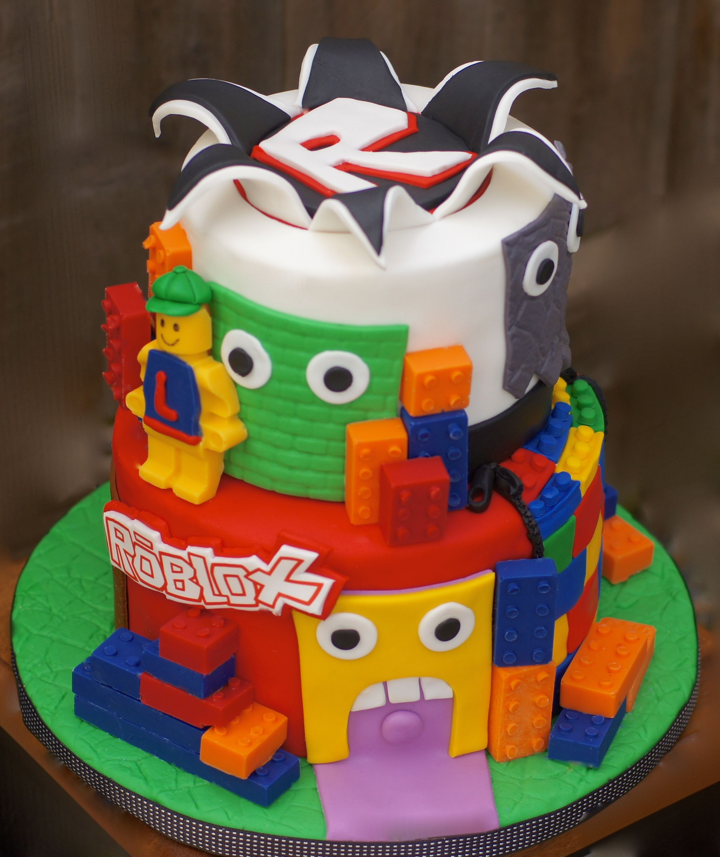Roblox Cake Roblox With Images Roblox Birthday Cake Roblox