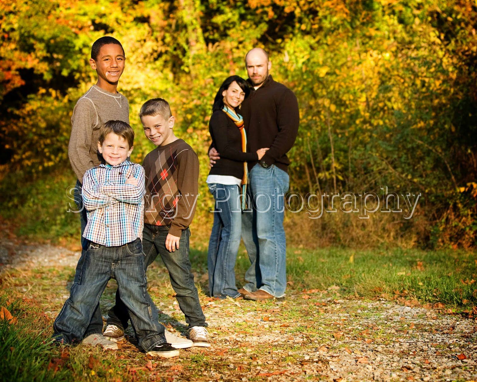 Best 25 fall family portraits ideas on pinterest fall Fall family photo clothing ideas