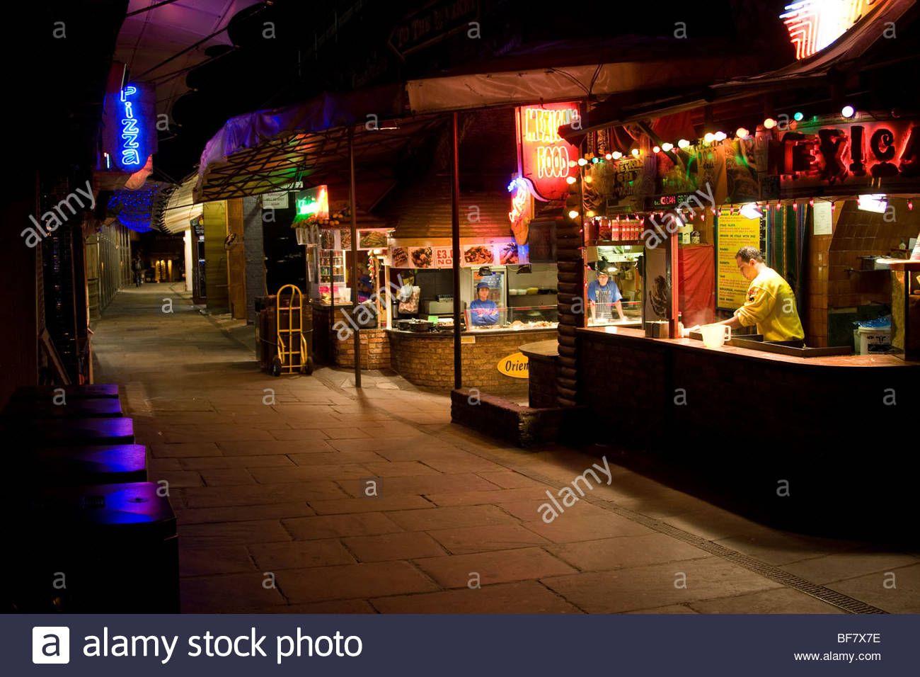 http://c8.alamy.com/comp/BF7X7E/night-scene-camden-town-london-england-uk-europe-BF7X7E.jpg